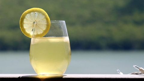 Durva bírságot kapott az ötéves limonádéárus