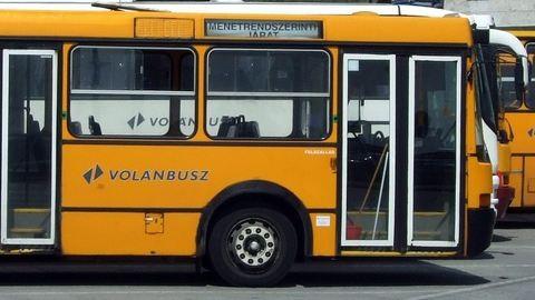 Megharapta a buszsofőrt a megvadult férfi