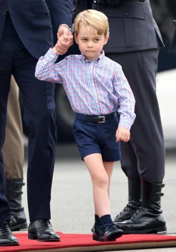 Ezért járatják György herceget rövidnadrágban télen-nyáron