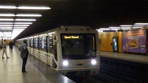 Fakocka állította meg a 3-as metrót