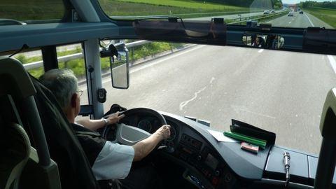 Nincs elég buszsofőr, 200 ezres fizetéssel csábít a BKV