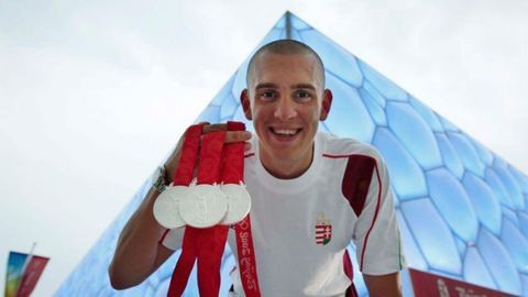 Ezért úszik ilyen gyorsan Cseh Laci - videó