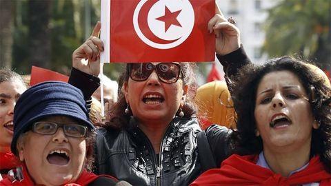 Történelmi lépés: törvény védi ezentúl a nőket Tunéziában
