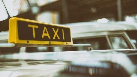 Sorban veszik el a taxisok rendszámát  Budapesten