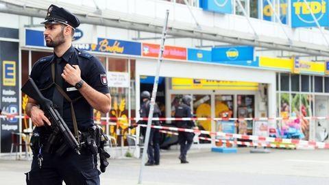 Késelés egy hamburgi szupermarketben, egy halott, négy sebesült