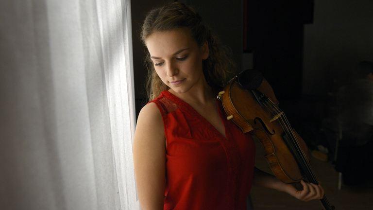 A teljes Forma 1-es mezőny a Virtuózok zenészén segít