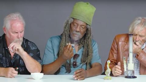 Életükben először szívtak füvet a nagypapák – videó