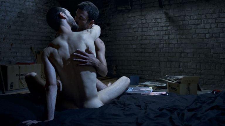 Két férfi szenvedélyes szerelme 60 másodpercben – videó