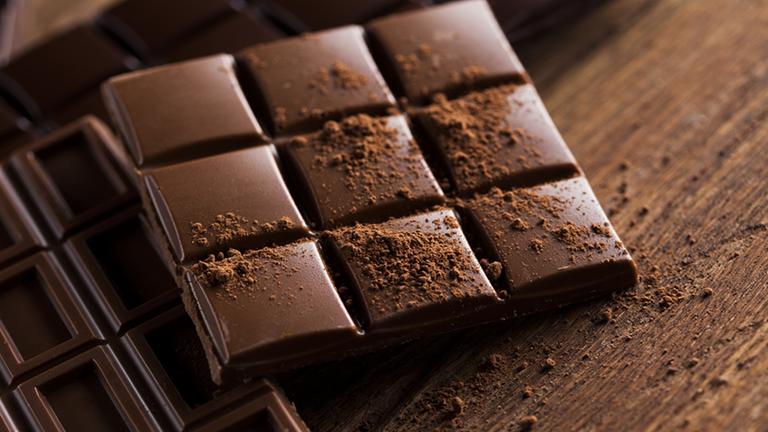 Kirúgták a nőt, amiért kollégája csokijából majszolt
