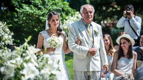 Szabó Erika esküvőjén jártunk, de az igazi sztár az anyakönyvvezető volt
