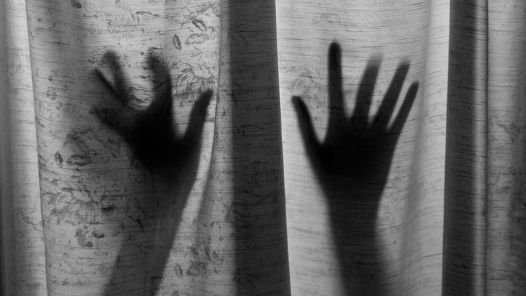 Szexrabszolgaként tartotta fogva házvezetőnőjét a házaspár