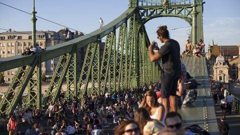 Hétvégén folytatódik a piknik a Szabadság hídon