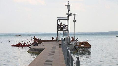 Két embert élesztettek újra vízimentők a Balatonnál
