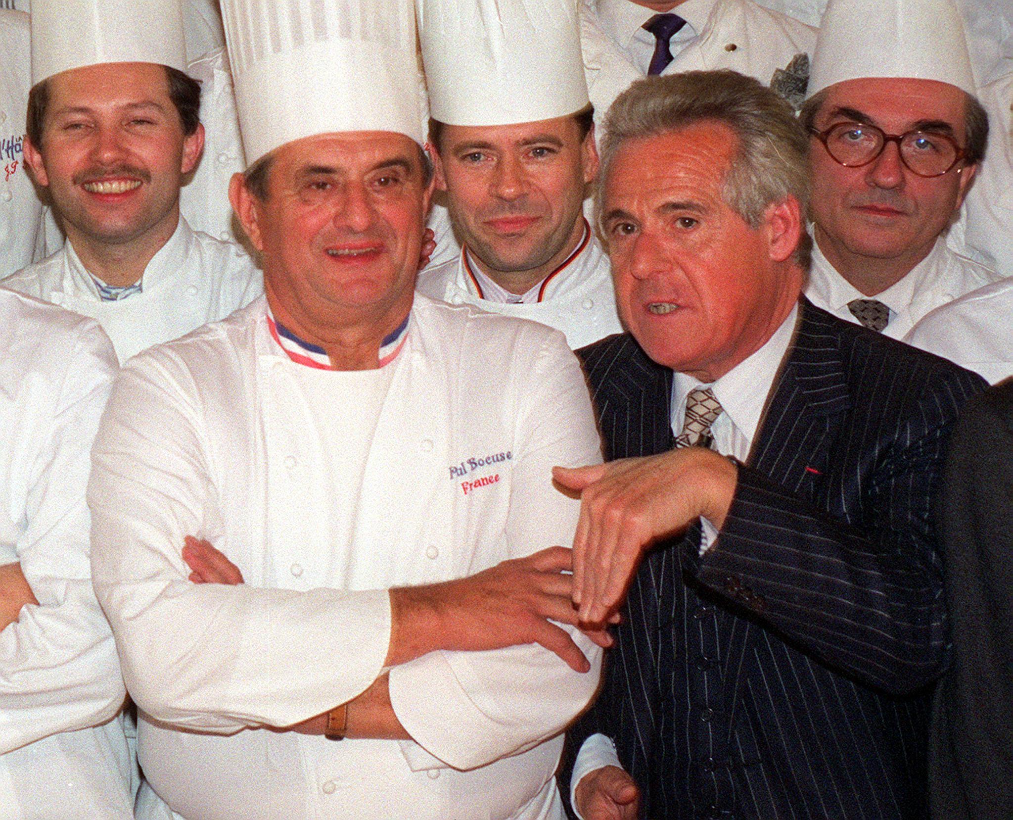 Christian Millau a 20. század legnagyobb szakácsikonjával, Paul Bocuse-zel.