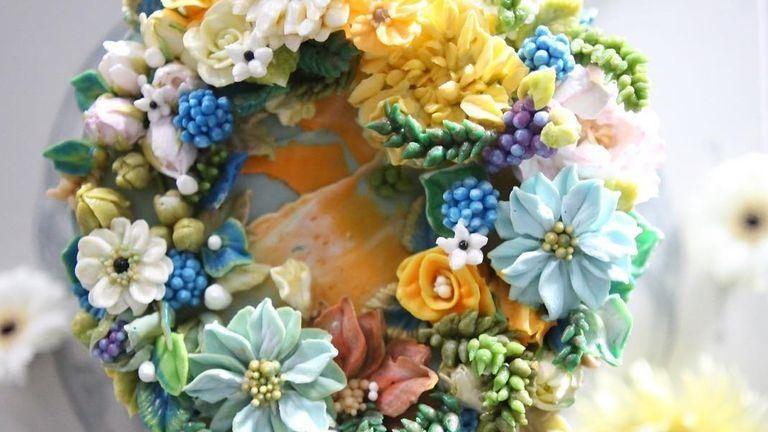 Elképesztő virágos tortákat csinál vajkrémből ez a lány