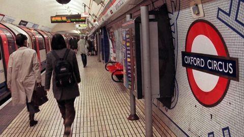 Kigyulladt a londoni metró, evakuálták az embereket