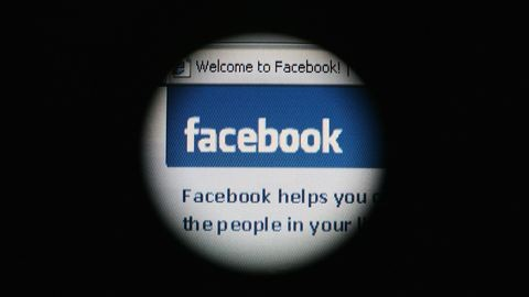 A Facebook a YouTube babérjaira tör