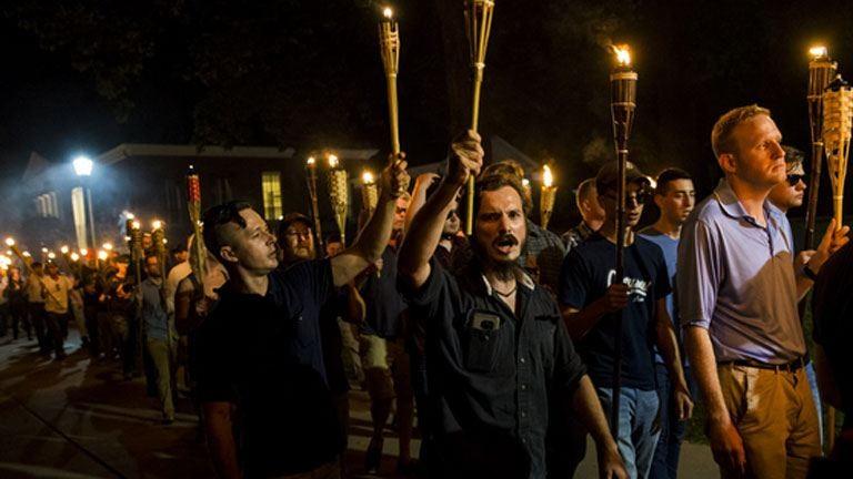 Több száz tüntető közé hajtott egy kocsi Amerikában