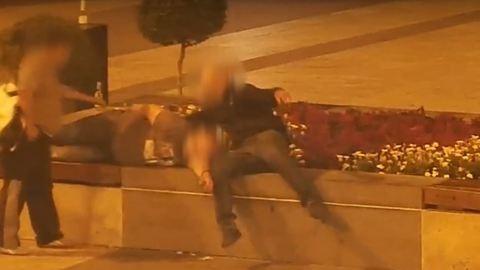 Alvó férfit raboltak ki a Nyugatinál, egy perc alatt elfogták a tetteseket – videó