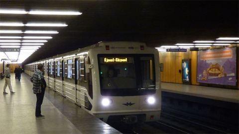 Megint gond volt a 3-as metróval, leszállították az utasokat
