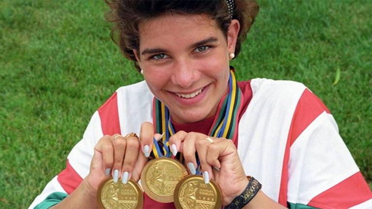 Egerszegi Krisztina, ötszörös olimpiai bajnok, többszörös Európa- és világbajnok magyar úszó