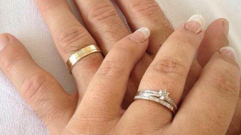 Olcsó eljegyzési gyűrűje miatt panaszkodott – össztűz zúdult a hálátlan menyasszonyra