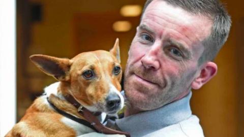 Szerető otthonra talált a kutya, akit gazdája a nyílt utcán rúgott fejen