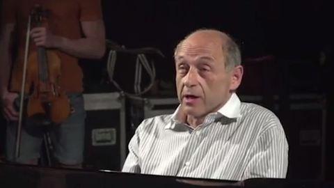 Megőrül tőle a net, hogy Fischer Iván átírta a világ egyik legismertebb dalát