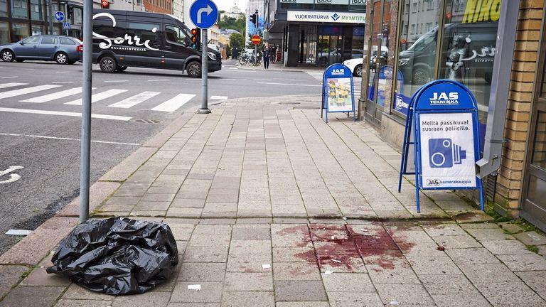 Késes merénylet Finnországban, többen megsérültek