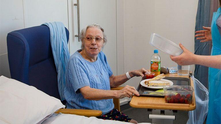 Szívszorító fotó egy kórházi reggeliről