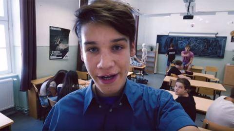 Magyar YouTube-sztár kampányol a könnyebb iskolakezdésért