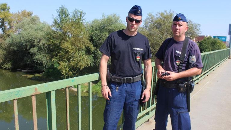 Horváth Árpád r. törzszászlós és Mezőfi Norbert r. törzsőrmester - Fotó: police.hu
