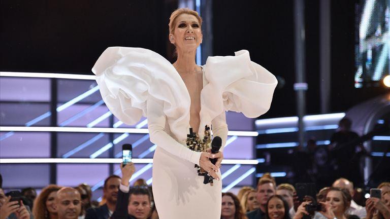 Férje halála után divatikonként újult meg Celine Dion