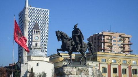 Miért választja egy magyar Albániát otthonának?