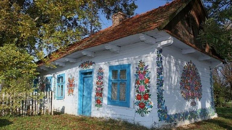 Tündéri, lengyel falu, ahol mindenre virágokat pingáltak