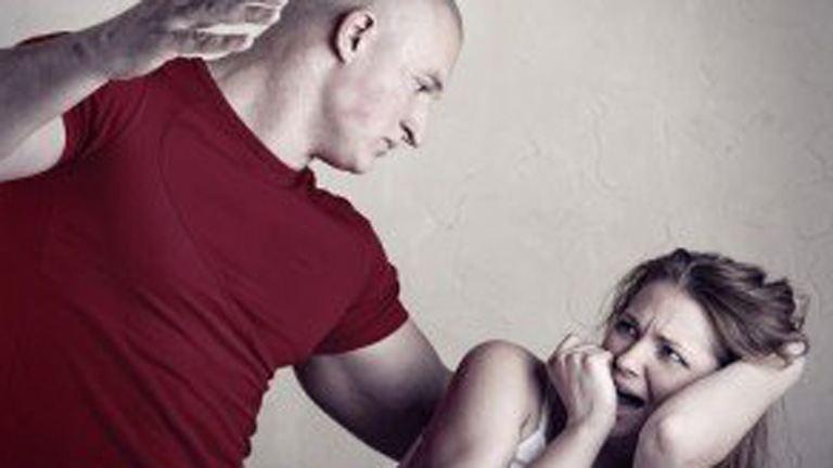 A bántalmazó kapcsolat első 13 jele