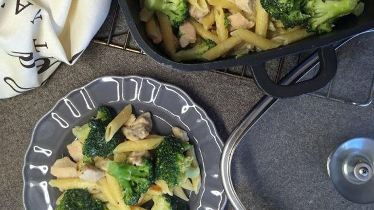 Csirkés-brokkolis one pot-pasta