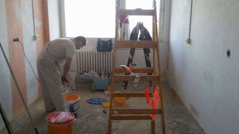Így hálálta meg a kórháznak kislánya ellátását a festő