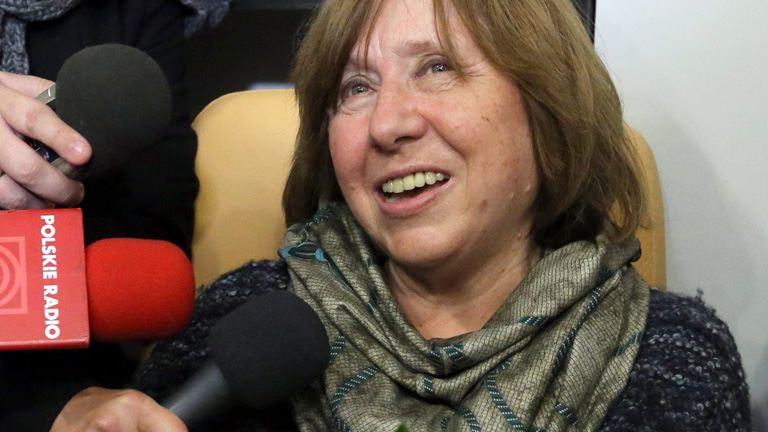 Új emberként akar élni a Nobel-díjas írónő