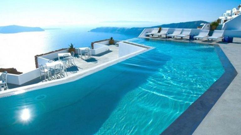 Luxus butikhotel végtelenített medencével Santorinin