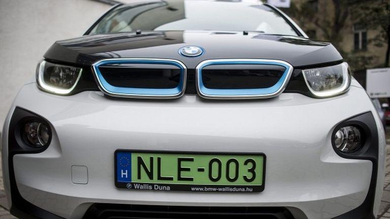 Zöld rendszámos elekromos autó (fotó: MTI/Marjai János)