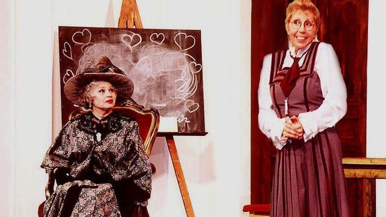medgyesi mária, nagymama (fotó: Turay Ida Színház)