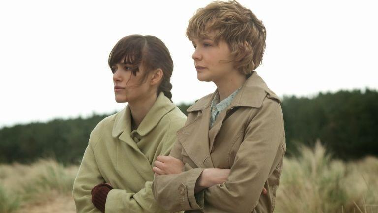 Keira Knightley és Carey Mulligan a Ne engedj el! című filmben (forrás: Budapest Film)