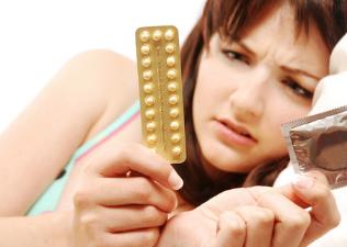 Kevésbé vonzó, aki fogamzásgátlót szed?