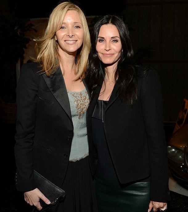 Így néz ki Monica és Phoebe 9 évvel a Jóbarátok után - fotó