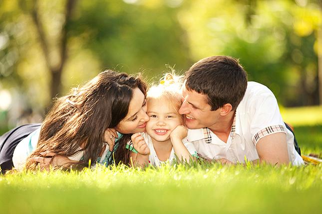 A gyerekes párok boldogabbak és tovább élnek