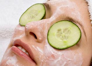 Csináld magad: bőrmegújító arcpakolások napozás után