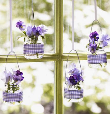 Lebegő váza az ablakban