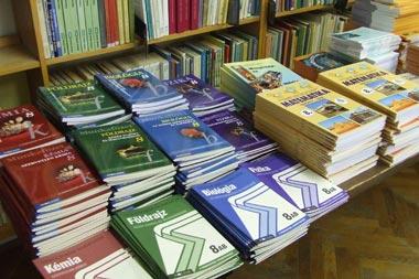 Tankönyvmizéria: drágább és nehézkesebb a beszerzés