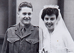 Az első esküvőn